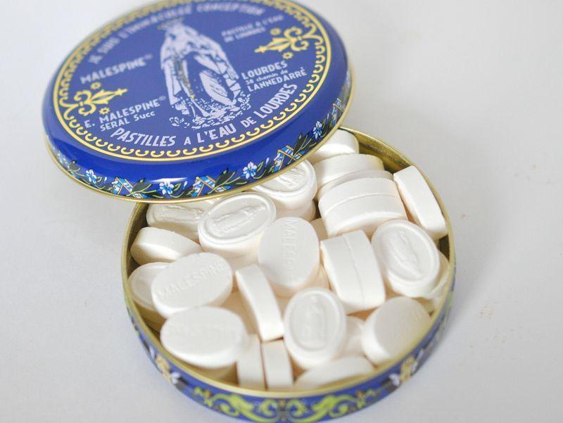 画像2: ルルドの聖水入りパスティーユ/ルルドの泉キャンディー缶入り100g